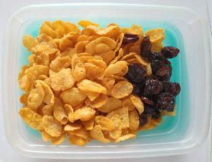 cornflakes brusnice, zdravá desiata, čo na desiatu deťom do školy, čo na desiatu do školy, desiatové boxy, krabička na jedlo do školy